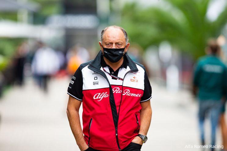 Alfa Romeo-teambaas Vasseur laat Zhou, Piastri en De Vries nog even in het duister tasten