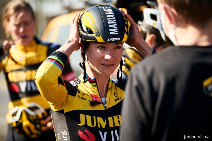 Vos wint voor het eerst in haar loopbaan Gent-Wevelgem met imposante spurt
