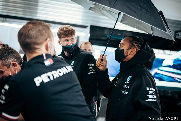 Hill over 'gênant' optreden Hamilton: 'Had moeten profiteren van Verstappens gridstraf'