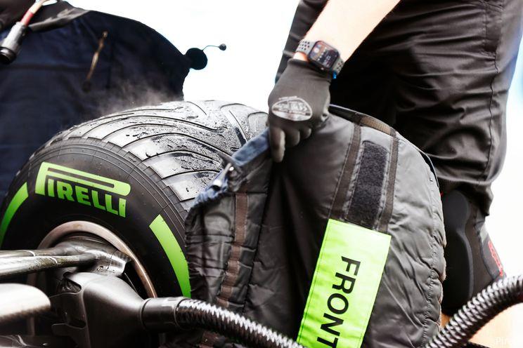 Ondertussen in de F1   Kvyat test in Alpine-auto op nat circuit 18-inch regenbanden