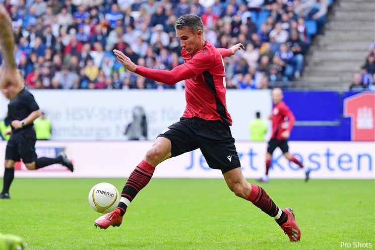 Van Persie meldt zich op trainingsveld Feyenoord