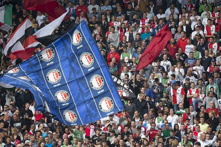 Supporter Lars (10) fluit voor aftrap Feyenoord – N.E.C.