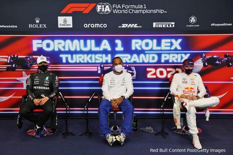 Hamilton krijgt te horen dat hij poleposition verliest: 'Verdomme, dus hij krijgt pole?'