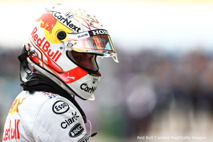 Verstappen vlak voor racestart: 'Bandenkeuze wordt erg tricky, het circuit is nog nat'