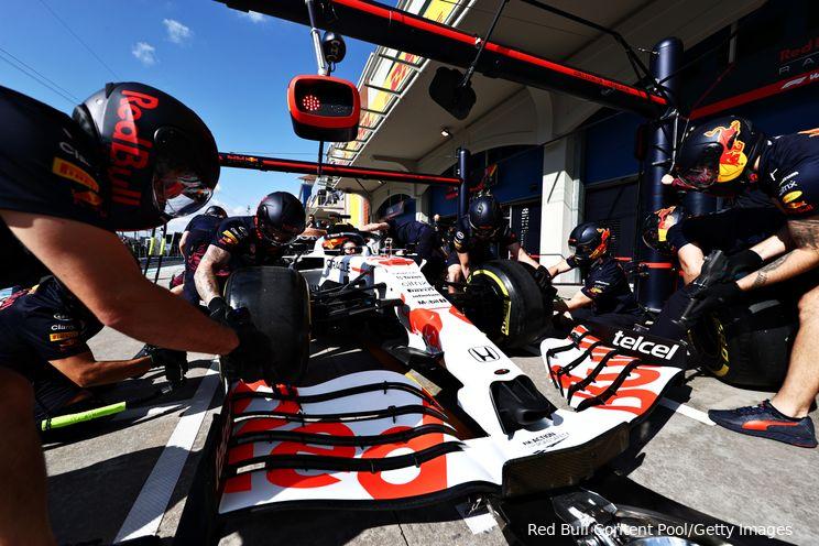 Verslag VT1 | Verstappen moet bijna halve seconde toegeven op Hamilton