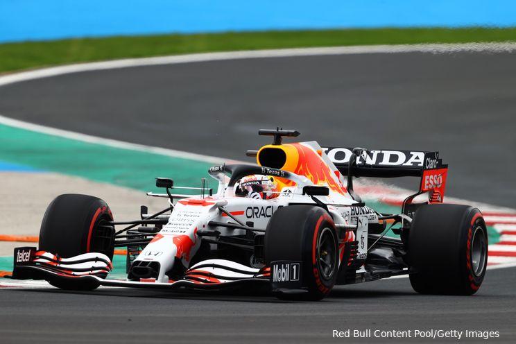 Hamilton pakt snelste tijd in Turkije, maar Bottas en Verstappen staan op eerste startrij