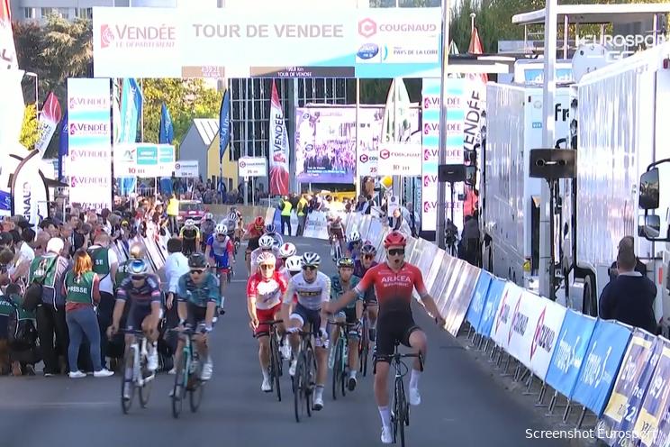 Bram Welten sprint op fraaie wijze naar eerste profzege in Tour de Vendée
