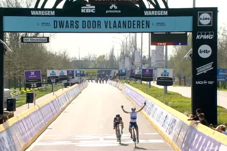 Van Vleuten pakt eerste van 2021 na slopende koers in Dwars door Vlaanderen