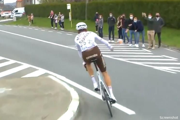 Boonen en Museeuw hekelen beleid UCI na bidon-incident Schär: 'Ronduit belachelijk'