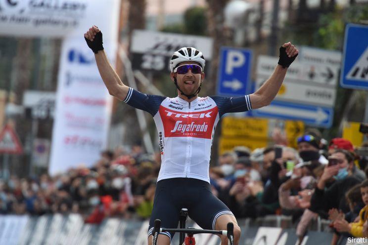 Mollema magistraal naar winst in wervelende editie Trofeo Laigueglia