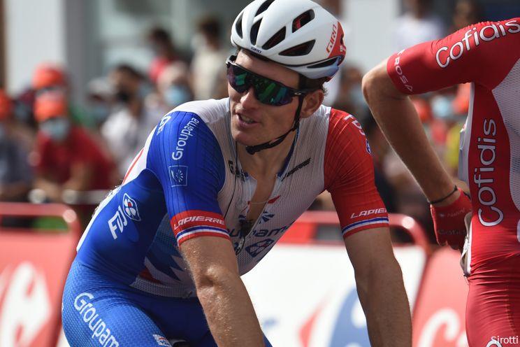Arnaud Démare wint zware Parijs-Tours na fenomenale strijd tegen koplopers