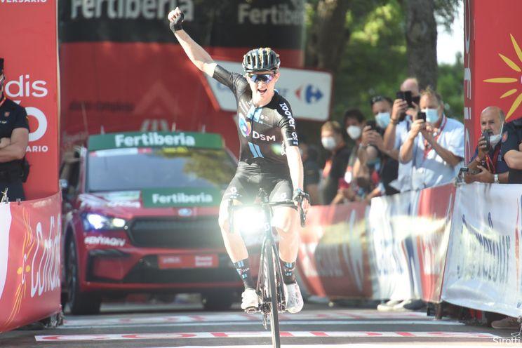 Storer bezorgt Team DSM prachtige ritzege in serieuze bergetappe Vuelta a España