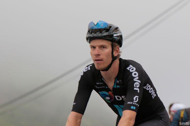 Cees Bol komt met de schrik vrij na valpartij in sprint Ronde van Slowakije