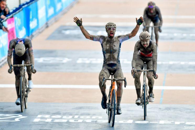 Colbrelli klopt Van der Poel in heroïsche moddereditie van Parijs-Roubaix