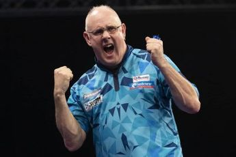 White returns to winners' circle at World Matchplay with thrilling win over Gurney