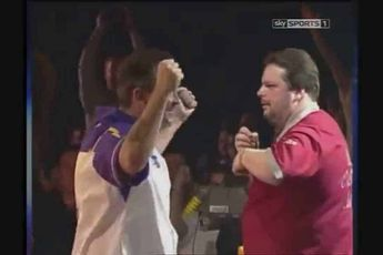 THROWBACK VIDEO: Manley refuses to shake hands with Taylor after 2002 PDC World Championship final defeat
