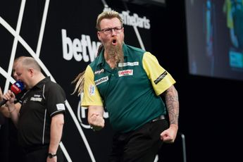 Australia ease through to second round at World Cup of Darts with whitewash win over Italy
