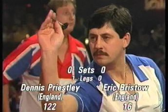 THROWBACK VIDEO: Priestley whitewasht Bristow in WK-finale en wint eerste wereldtitel