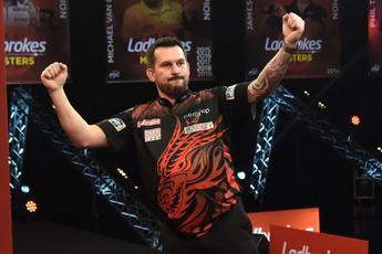 Clayton te sterk voor titelverdediger Wright en treft King in Masters-finale