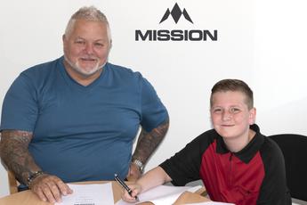 Sponsorcontract voor 11-jarige Engelsman die negendarter gooide