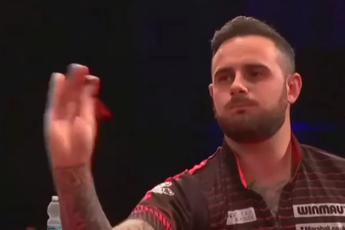 VIDEO: Cullen doet prachtige imitatie van Co Stompé tijdens Gibraltar Darts Trophy