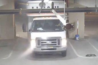 Hoe langer je kijkt hoe erger deze twee het maken met hun gehuurde vrachtwagentje