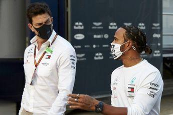 Hamilton over Wolff: 'Toen ik dat hoorde, dacht ik: wat heeft hij gerookt?!'