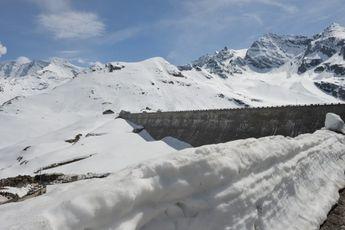 Koninginnenrit Giro d'Italia ingekort wegens extreem weer, twee beklimmingen geschrapt
