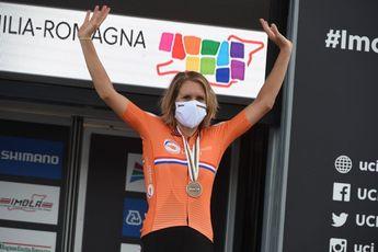 Imposante Van Dijk stoomt naar wereldtitel tijdrijden, Van Vleuten mee op het podium