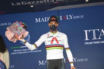 Ganna wint proloog in Giro met bijzondere tactiek: 'Ik luisterde naar het publiek'