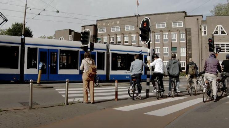 Waarom je in Nederland minder tijd kwijt bent met wachten voor verkeerslichten