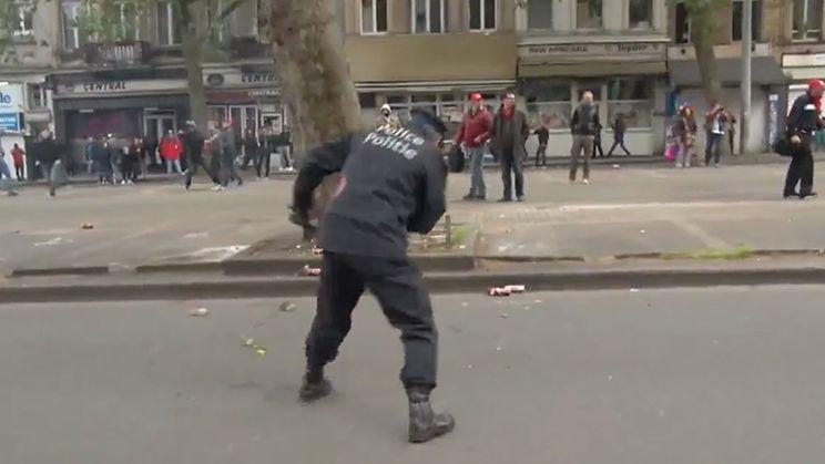 Betoger slaat Brusselse hoofdcommissaris Pierre Vandersmissen knock out