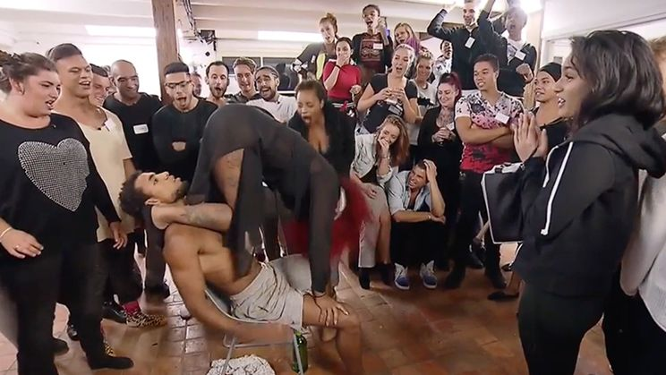 Jarige krijgt lapdance in programma Get The F*ck Out Of My House