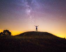 Nederlandse fotograaf maakt epic selfie met Melkweg, meteorenzwerm en ISS
