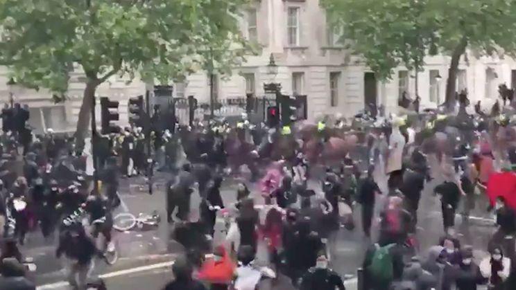 Paard in Londen slaat op hol, agente bewusteloos na knal tegen verkeerslicht