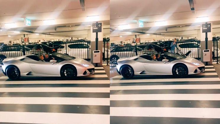 Boze vader gooit volle poepluier in herrie makende Lamborghini