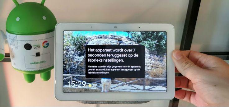 Tip: zo voer je een reset bij een smart display met Google Assistent uit