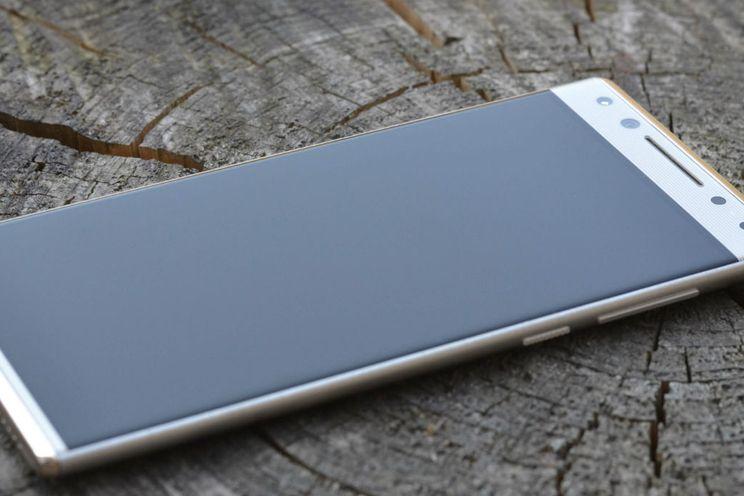 Review Alcatel 5: staar je niet blind op het design