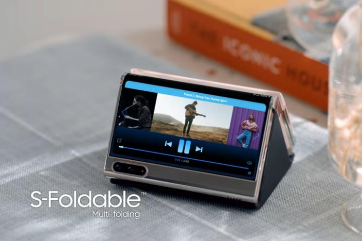 Samsung pronkt met vouwbare telefoon in S-vorm en andere concepten
