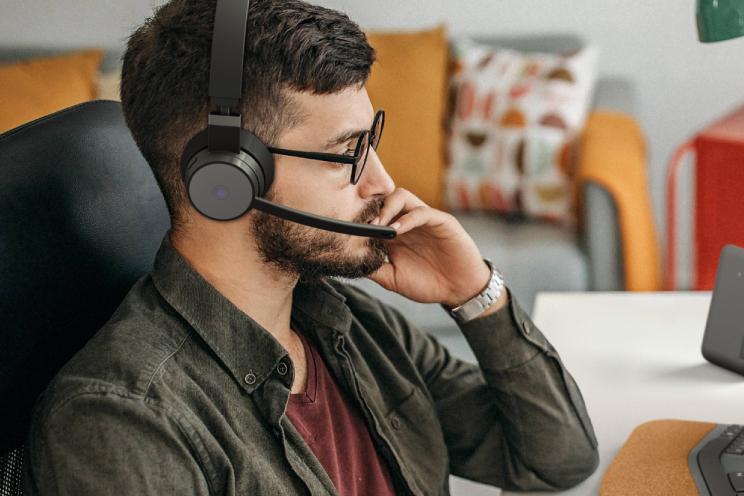 Lenovo lanceert draadloze headset met ANC voor videovergaderingen