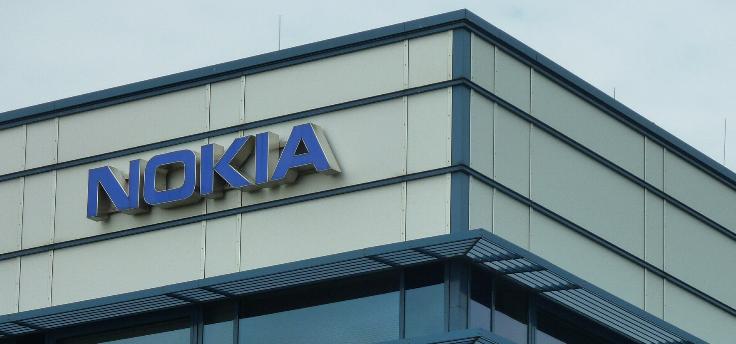 Gelekte foto toont achterkant van de Nokia 9