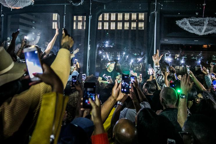 Meeste Nederlandse concertbezoekers zijn smartphonegebruik zat