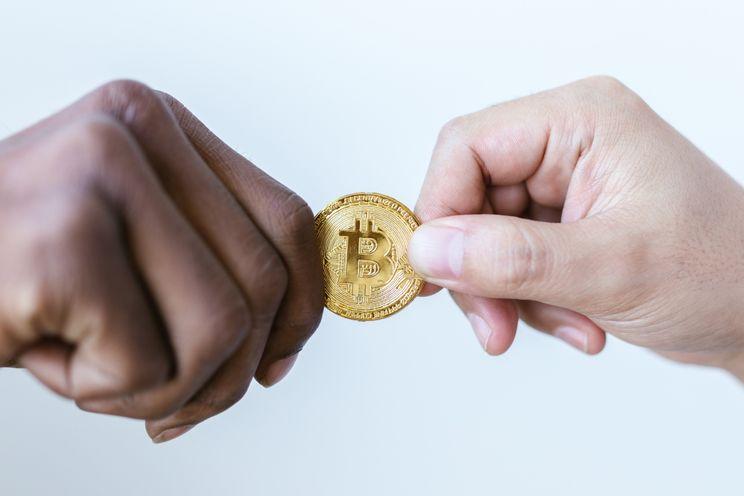 Investeringsbedrijf van $402 miljard flirt met Bitcoin