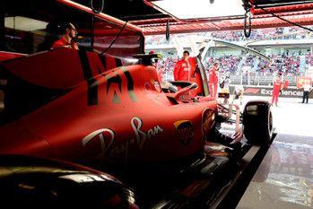 Strijd tussen Leclerc en Vettel: 'Dat is men bij Ferrari niet gewend'