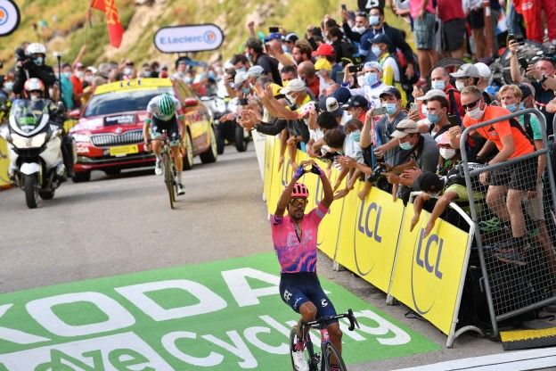 Roglic deelt Bernal knal uit; Martínez knalt naar prachtige etappezege